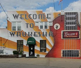 Waukesha-GuitarTown-Murals-and-Guitars