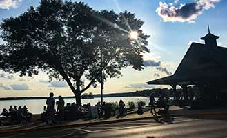 live-outdoor-music-pewaukee-waterfront-wed