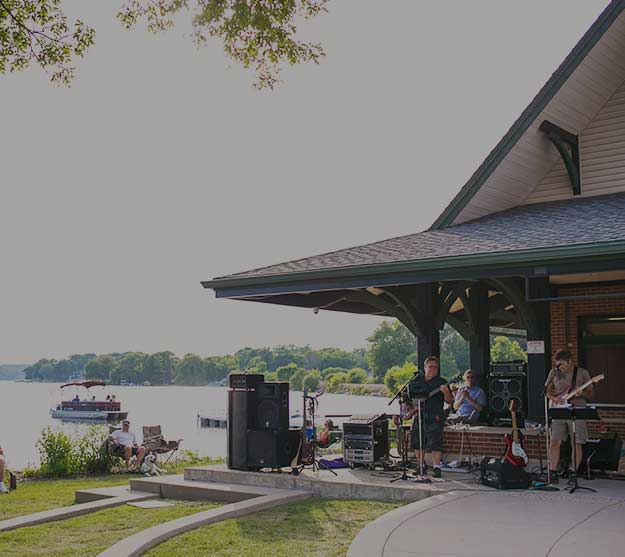 Live-Outdoor-Music-Pewaukee-Waterfront-Wednesdays