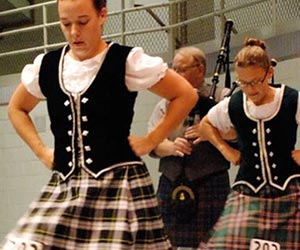 Wisconsin-Highland-Games-group-dancing