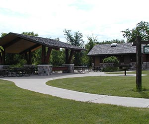Muskego-Park-picnic-area-and-paved-path